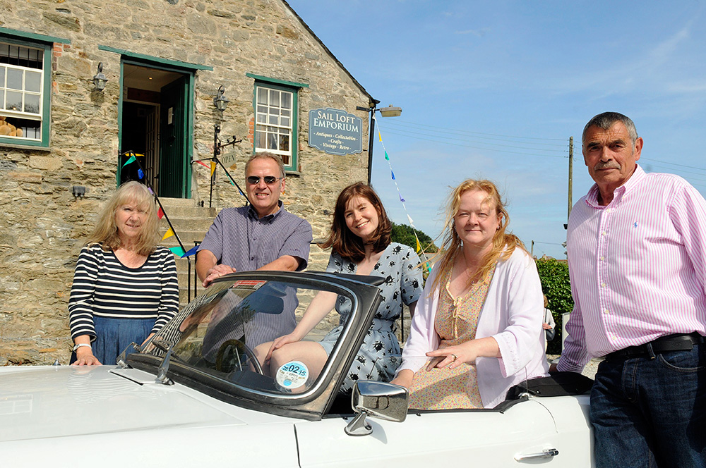 Watch Celebrity Antiques Road Trip Online - tvDuck.com